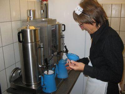 For første - og måske sidste - gang var Madam Blaa i brug på forsamlingshusets nye kaffemaskine