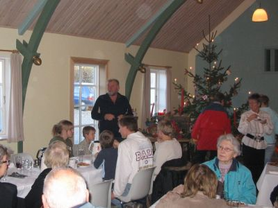 Jørgen Tomat bød velkommen på bestyrelsens vegne og lovede, at Karl Jensen om mange år vil komme til at stå i et hjørne af festsalen - udstoppet!
